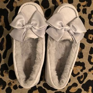 UGG Slippers With Hard Rubber Sole Size 7